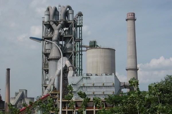 预热器可广泛应用于大中小水泥厂设备的新建和改造
