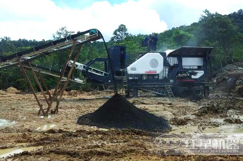 煤矸石移动式破碎机客户现场