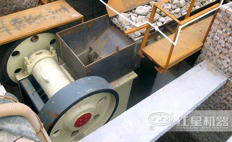 小型颚式破石机进料口