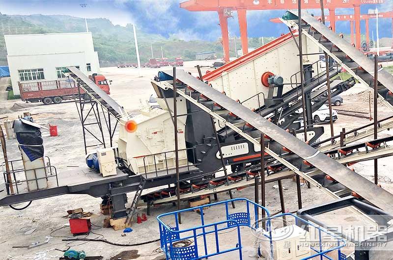 日产300吨小型移动式碎石机