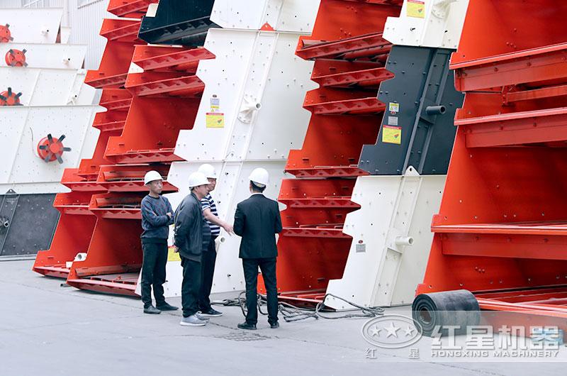 用户参观设备生产车间