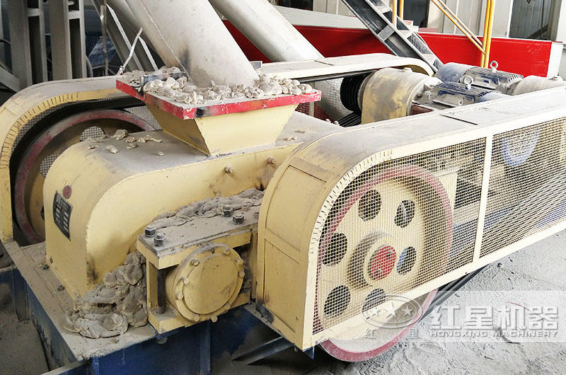 德州50吨石灰石对辊制砂机生产现场