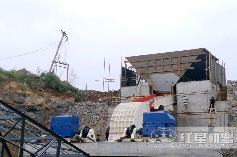 时产100吨石英砂重锤式破碎机生产现场