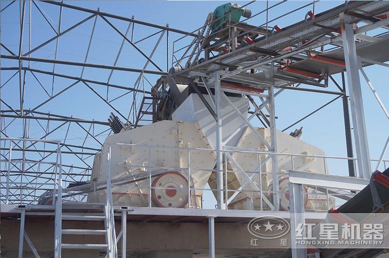 大型反击碎石机生产现场