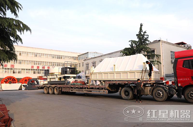 一天200吨制砂机设备发往陕西