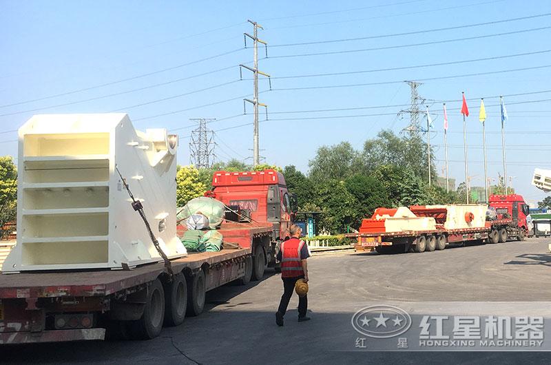 时产50吨小型砂石粉碎机发货现场