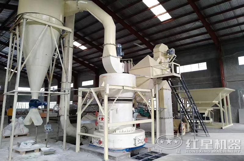 山西客户小型雷蒙磨粉机生产现场