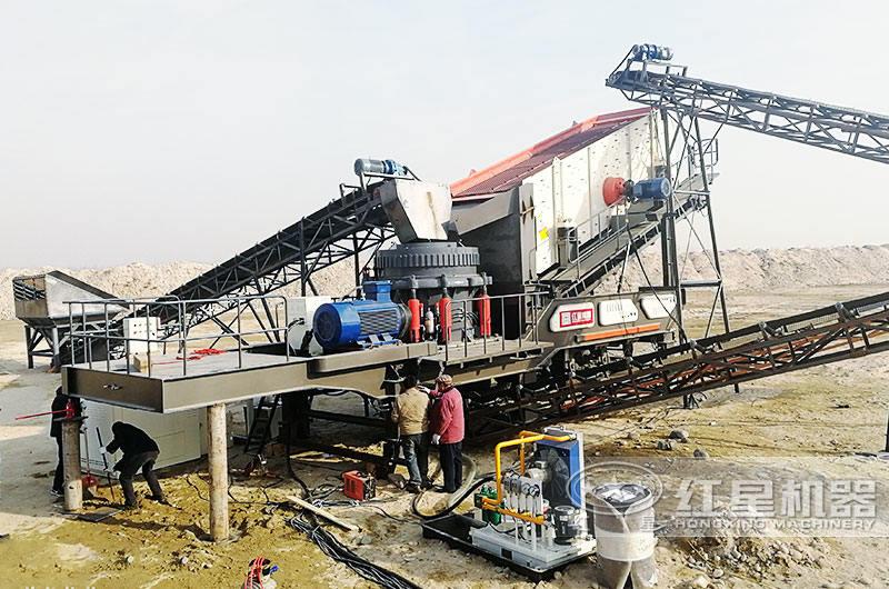山东菏泽鹅卵石移动式碎石机生产现场