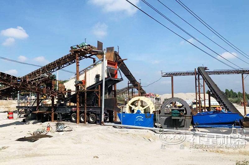 河南三门峡鹅卵石移动式碎石机生产现场
