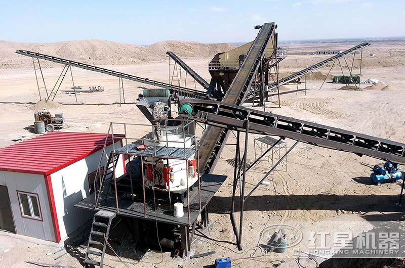 每小时100吨圆锥式破碎机生产现场图