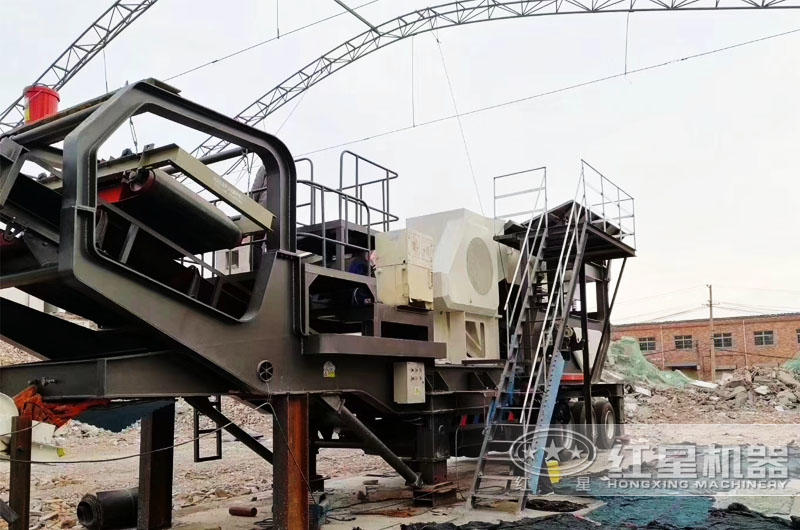 山东滨州移动鄂式碎石机作业现场图