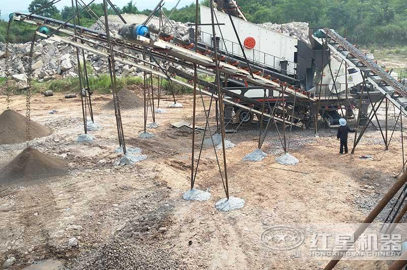 小型流动制砂机生产现场