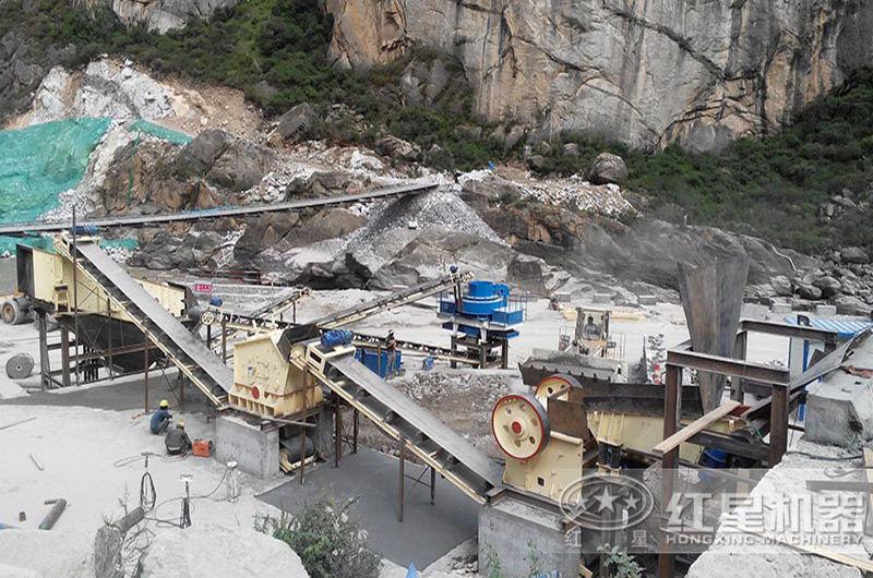 石头粉碎成沙子机器的成套配置现场