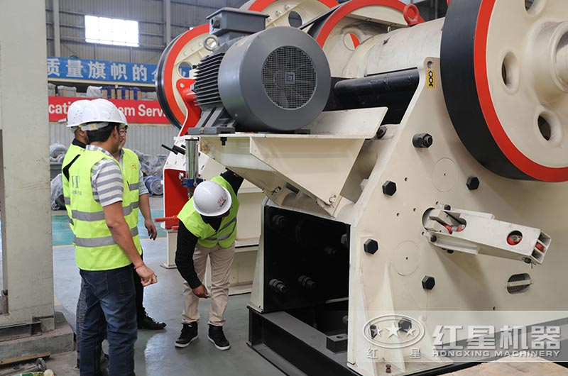 红星客户到厂参观石料加工设备