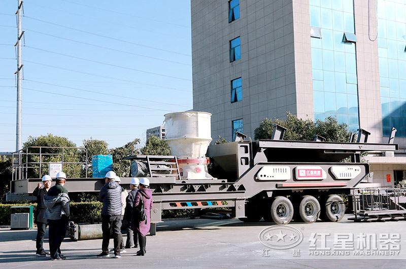 红星客户到厂参观建筑垃圾处理设备