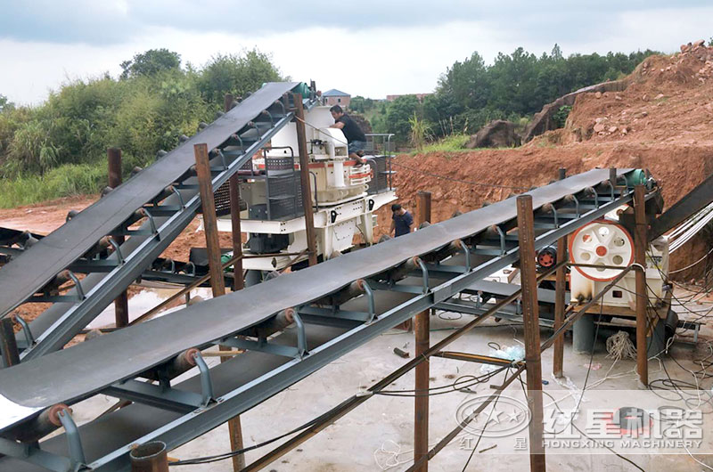 鹅卵石制砂生产线,鹅卵石制砂机正在安装中